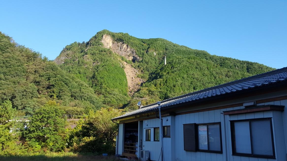 自転車を走らせている途中、山が気になりました。