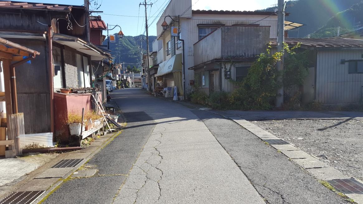 もう人は住んでいない町と思っていましたが、まだまだ多くの住人が住んでいることに驚きます。