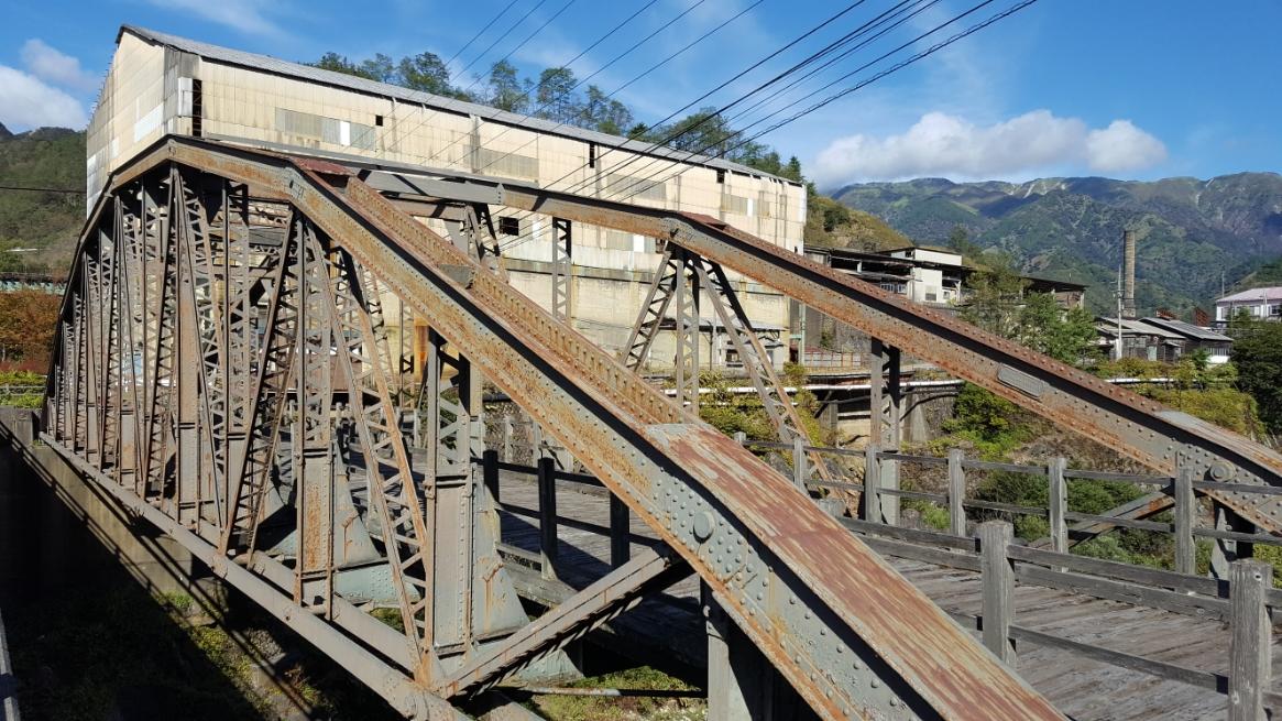 明治時代に作られた鉄橋は、美しくこれだけでも見てられます。