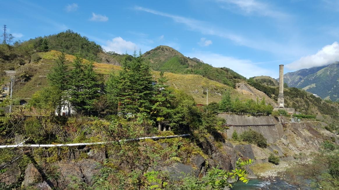 川に沿って建てれた産業遺産が、自然とのミスマッチなのに何故か美しく見えます。