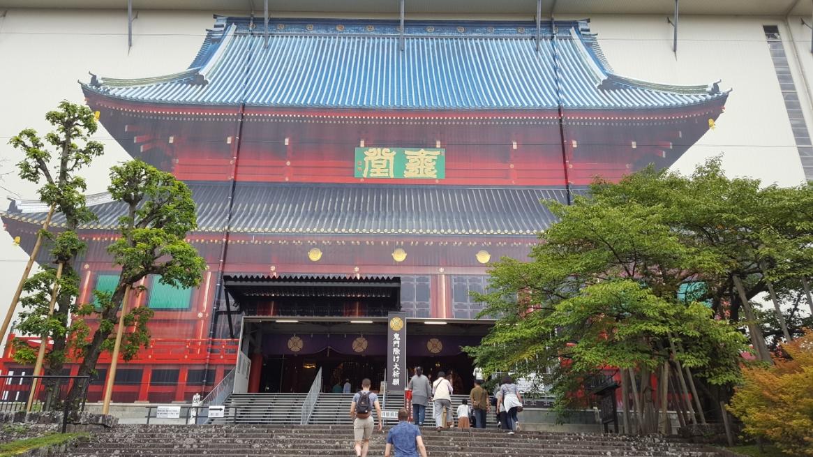 囲う前の三仏堂は、こんなんでしたよーというガッカリな絵で描かれた本堂を観ながら中に入ります。