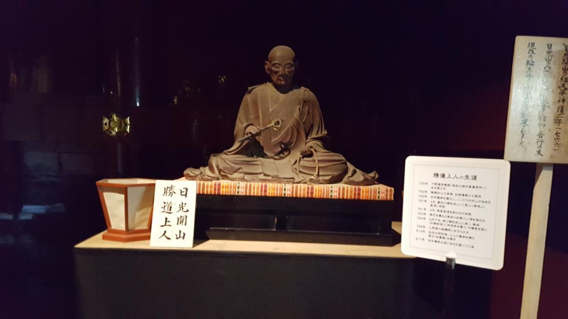 内部には、三尊仏等が仮置きされたており真ん前から観る事が出来、工事中ならではの展示を楽しむ事が出来ました。