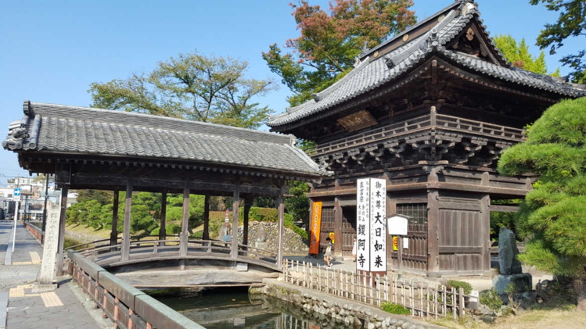 右から観た「楼門」と「反橋」
