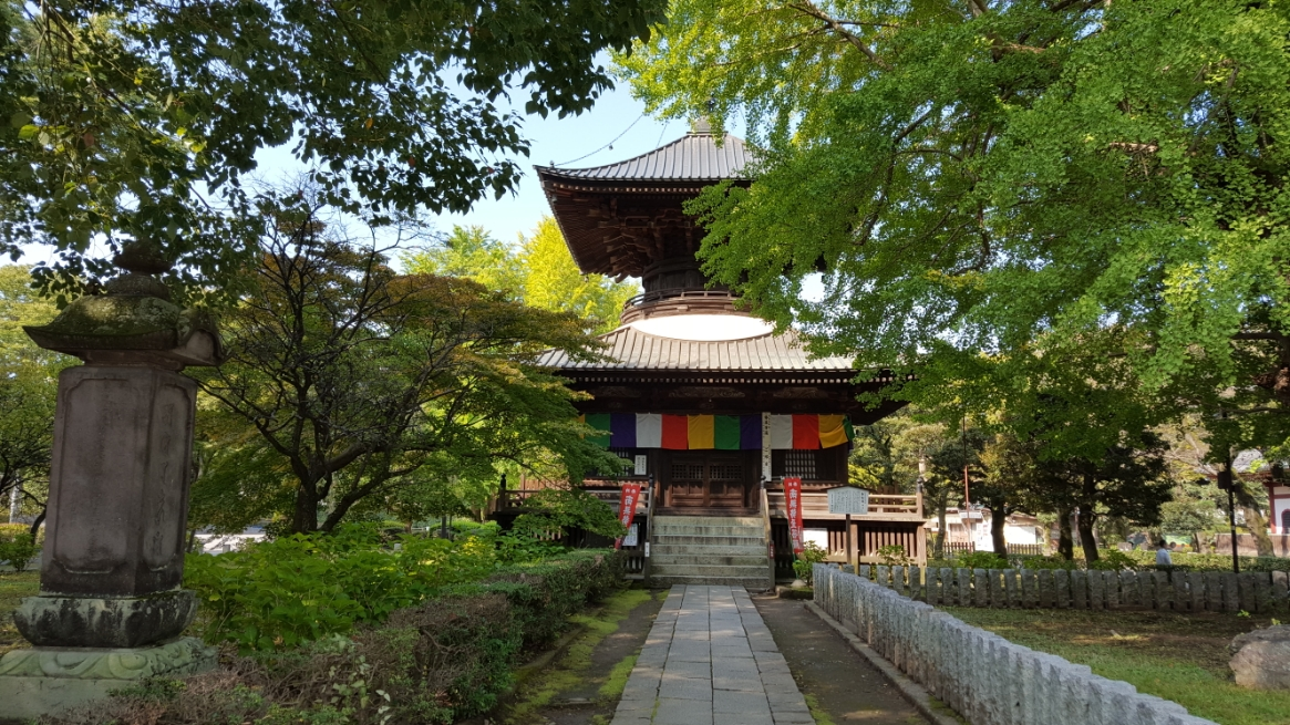 足利義兼の創建と伝えられる「多宝塔」は、元禄五年(1692年)に徳川五代将軍の母、桂昌院尼公によって再建されたものです。 内部には、金剛界大日如来と勢至菩薩が祀られています。