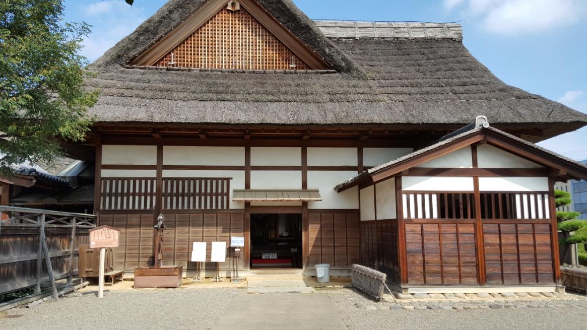 一般の観光客は、「庫裡(くり)」から入り見学する事になります。 恐らくこの入口は、現代でいう搬入口や御勝手といったものでしょうか?