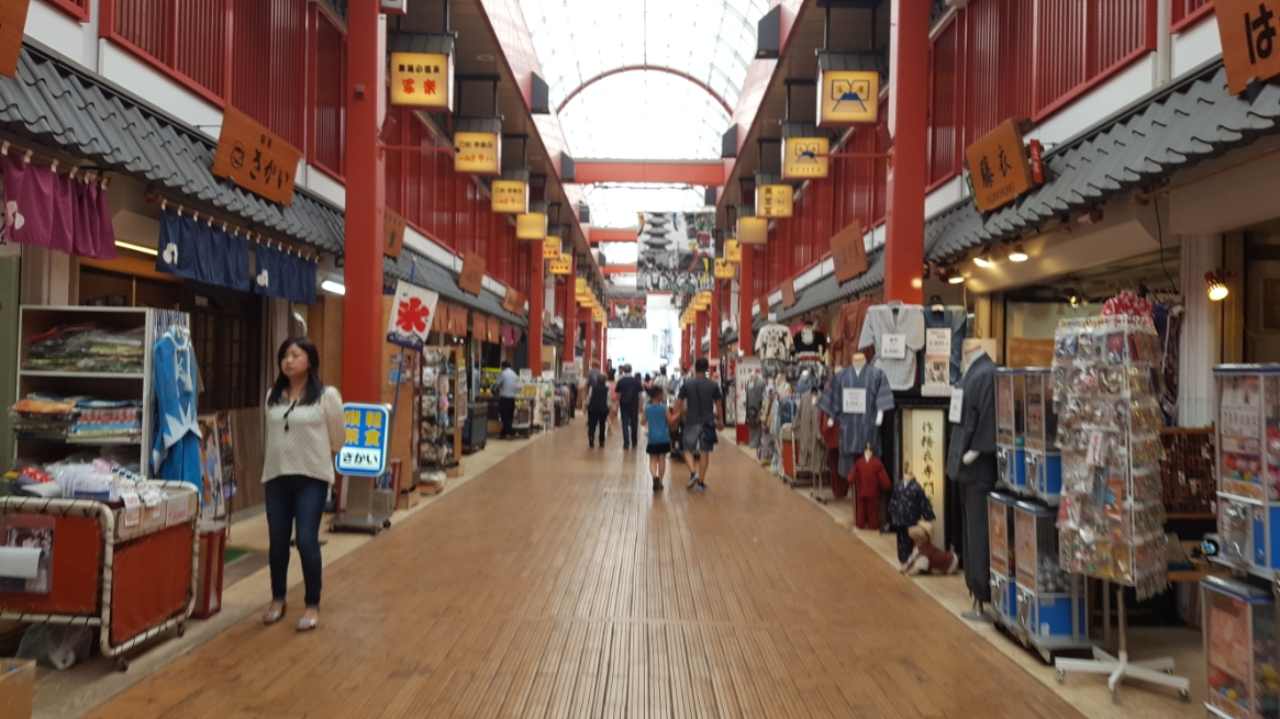 この通りは人通りも少なく観光地化に失敗した場所という感じでしょうか?個人的には昔懐かしいお店が並んでおり、昔の浅草を見ている様で凄く面白く感じる通りなのですが、何故か人が少ないです。