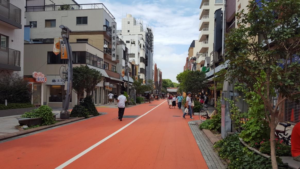 オレンジ通りに向かいます。