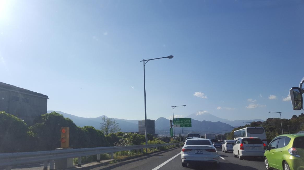 東名高速に乗り、千葉から神奈川県南足柄市に向かいます。 途中、富士山がうっすらと見えました!写真で分かりますかね??富士山が見えると少し嬉しくなりますよね。