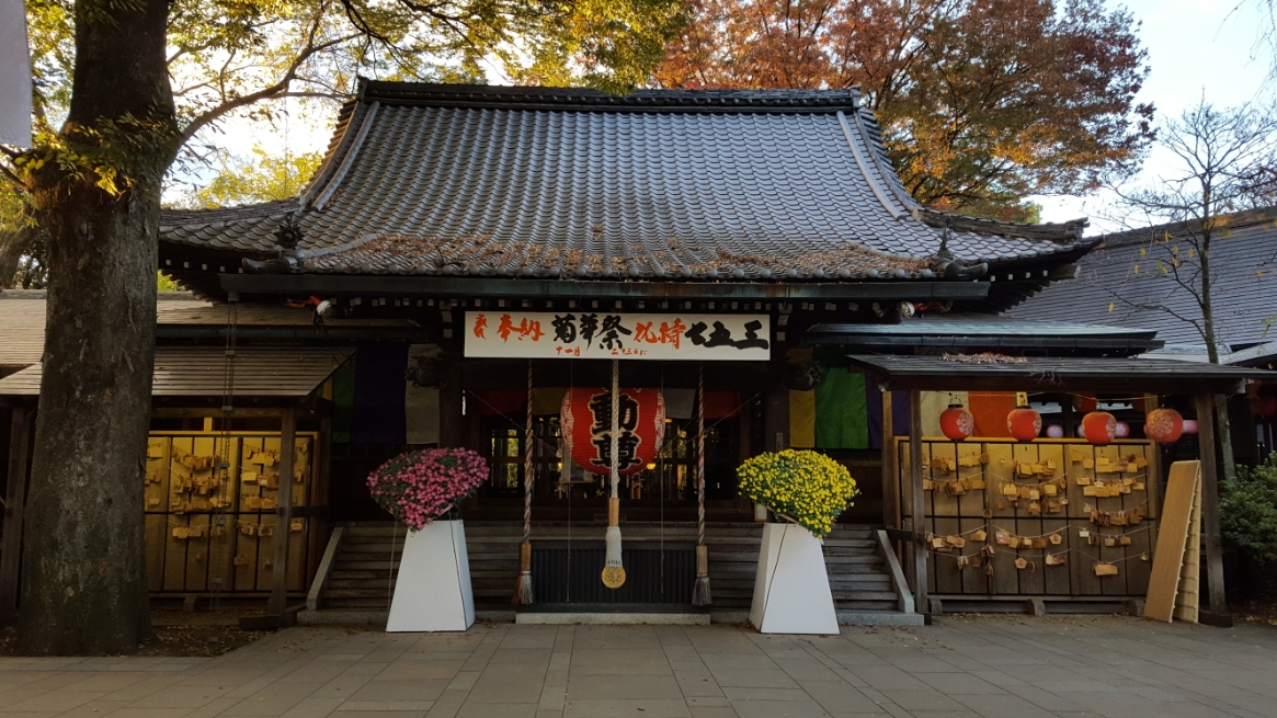本堂は江戸末期に建立されたものですが、安置される本尊の不動明王は、1,300年前に作られたと伝わります。