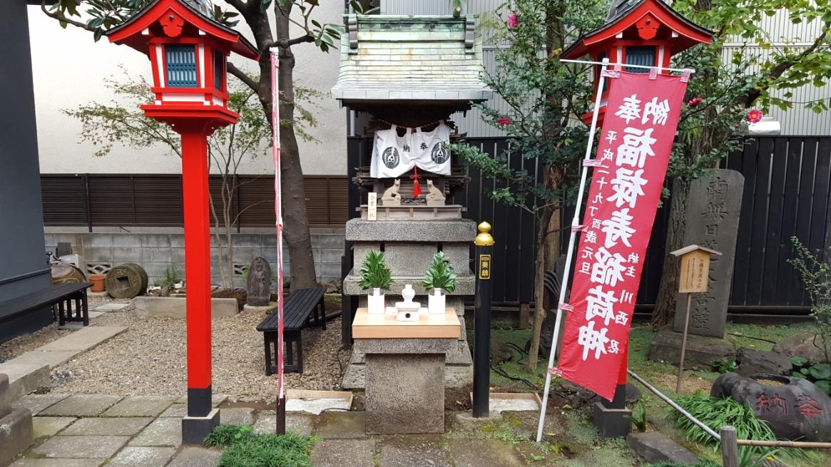 境内には、小さな祠がいくつかあります。