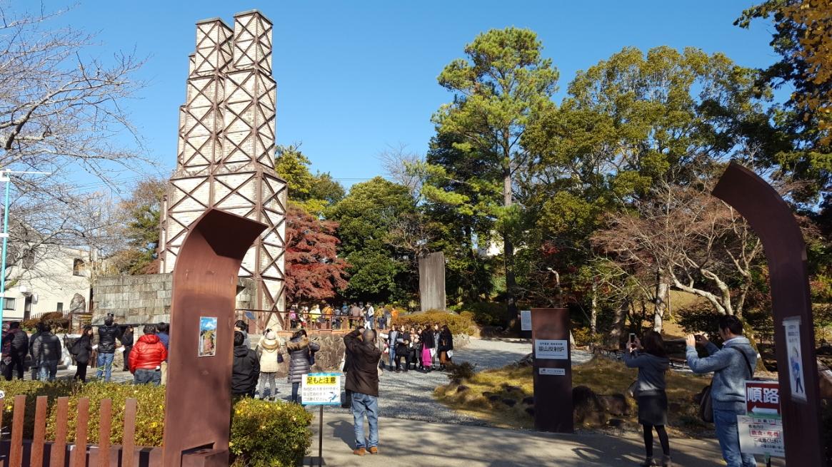 韮山反射炉は、野外に剥き出しで建っていました!世界遺産という事もあり、多くの観光客が訪れていました。 また、ここでは無料のガイドさんに案内頂く事が出来、詳しく歴史なども聞く事が出来ます。