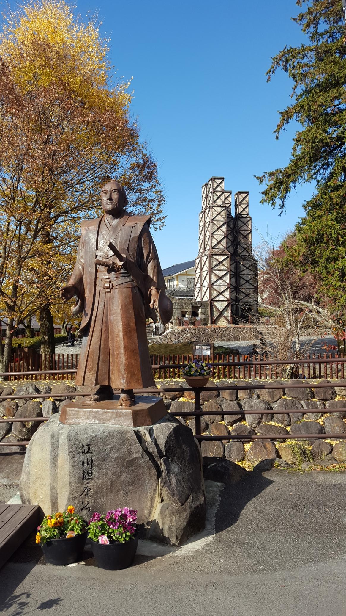 韮山反射炉の川を挟んだ対岸には、この地を作り日本の近代化の為に尽力した「韮山代官江川」の銅像が建てられています。 この反射炉がどれほど日本の近代化に貢献したかは私では分かりませんが、先人たちの多大なる努力により、幕末の動乱を乗り越え日本を支えてくれました。 今では先進国の技術大国、経済大国となった日本の原点とも言える当時の息吹がここにはありました。 皆様も是非この地を訪れられる事をお勧めします!御精読有難うございました。