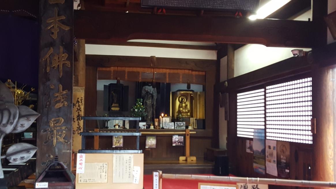 本堂内には本尊の太子坐像(座っている像)の他に、太子立像(立っている像)も安置されており観る事が出来ます。