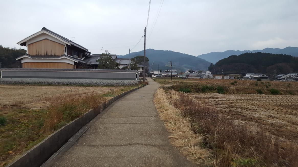 以上で、『蘇我入鹿首塚』の御案内となります。 日本の歴史に名を刻み栄華を誇った蘇我一族は、最盛期ながらも入鹿が討たれた事により転落し歴史の表舞台から消えて行くことになりました。 そんな末路がココ飛鳥の地に数ある巨大な墳墓との比較とで観る事が出来ます。 皆様も飛鳥見学に訪れた際には観に来られる事をお勧めします。 御精読有難うございました。