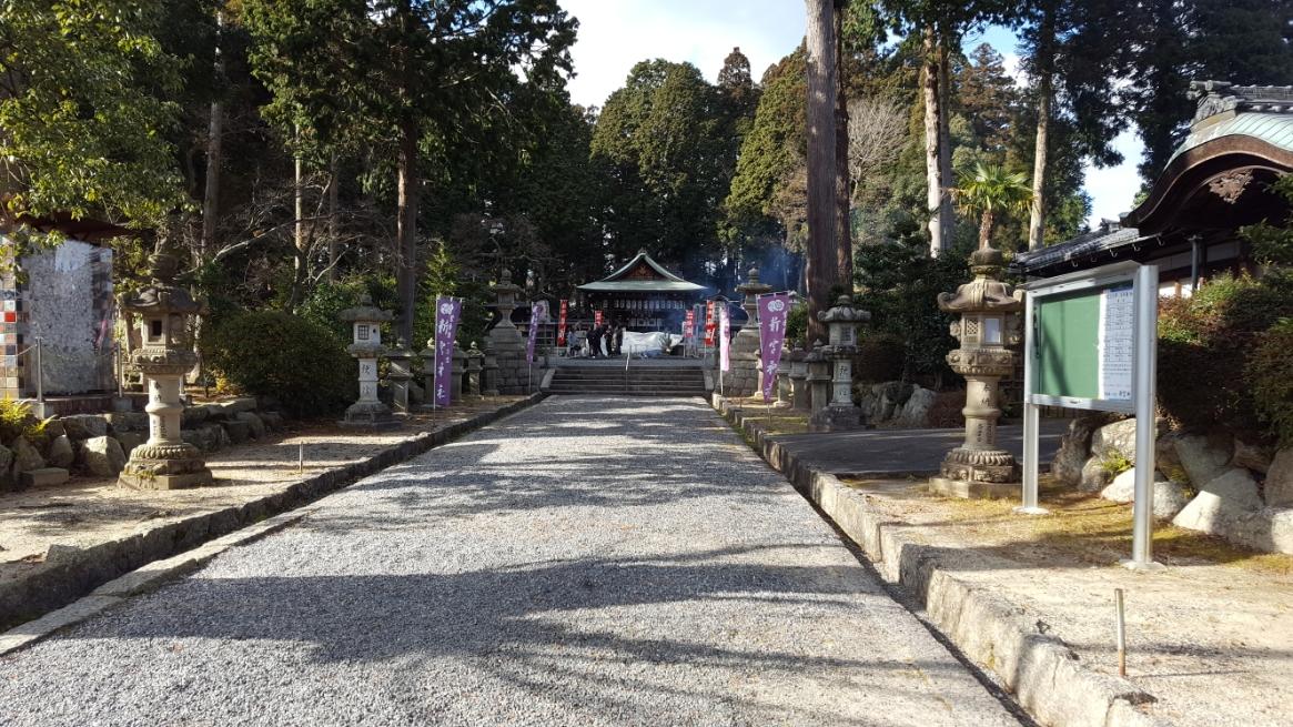 参道には、信楽の町に関するモニュメント等も置かれており歩くだけでも面白くなっておりました。