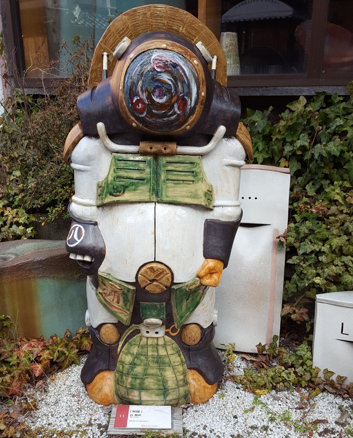 コイツは、ロボットと狸の融合でしょうか!? カッコいいかどうか・・・・どうでしょうか??