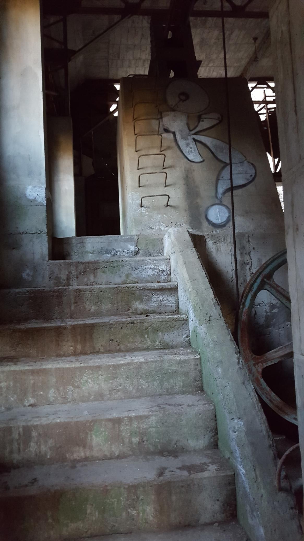 駅舎内からはロープウェーの動力である機械室を観る事が出来ます。