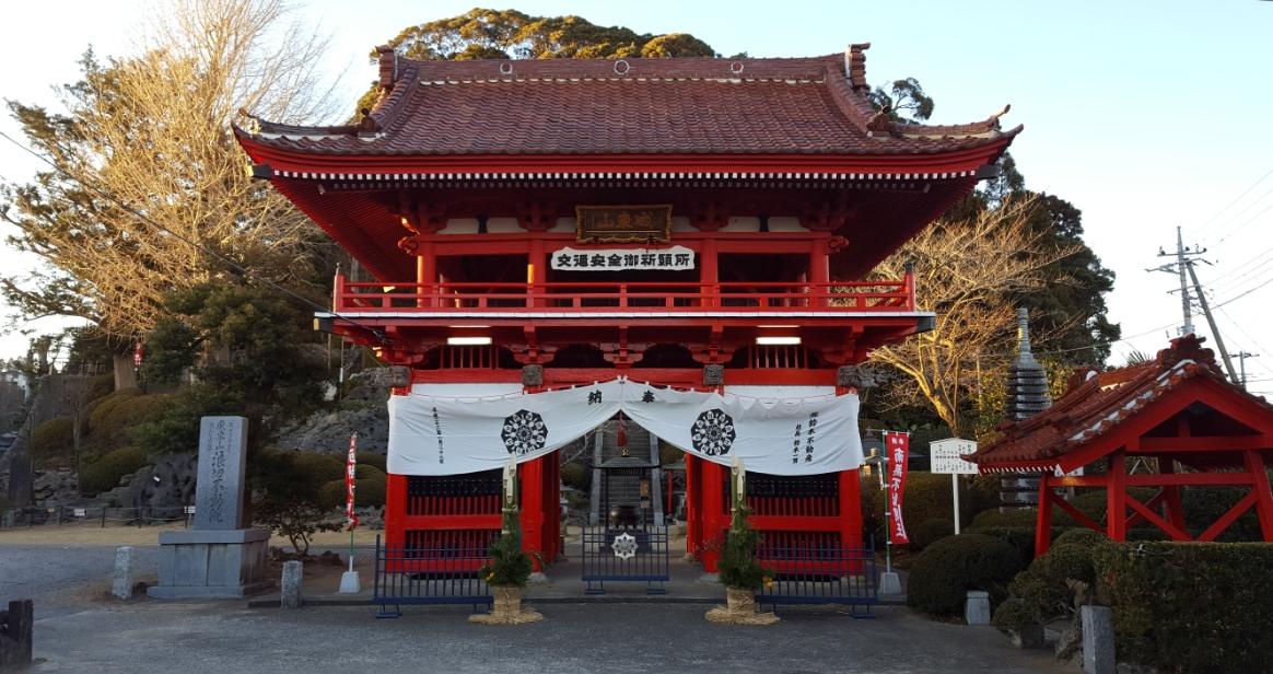 無名な寺院ですが、山門も立派です。