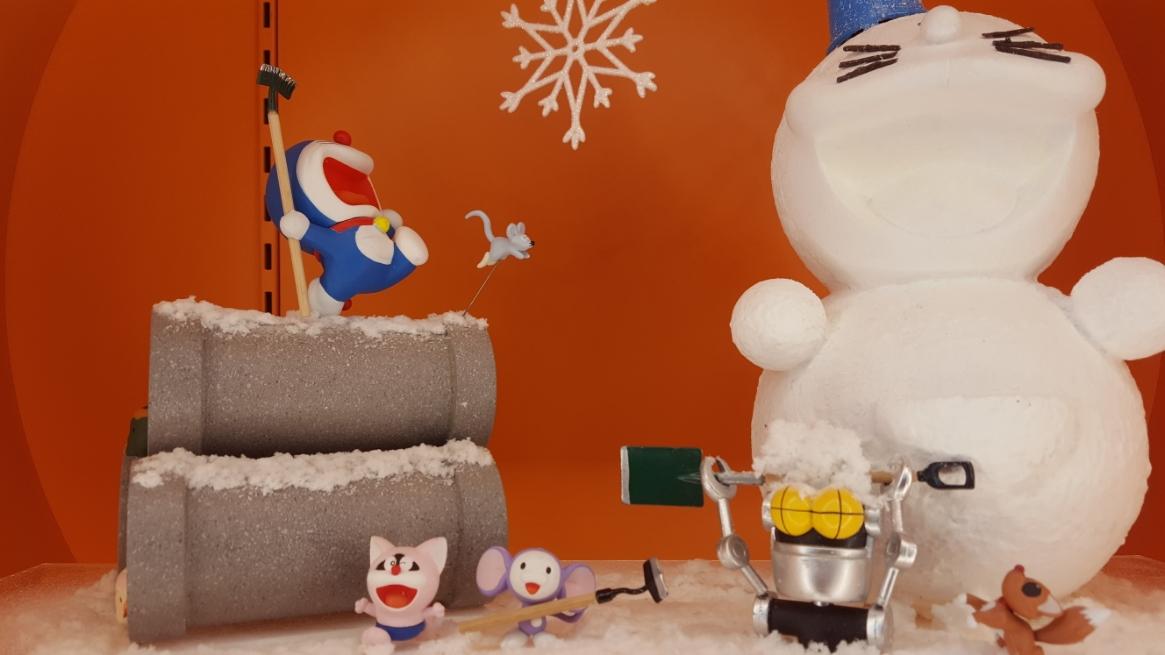 ドラえもん雪遊び