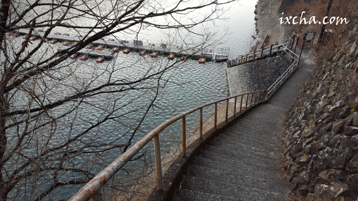 ドラム缶橋階段