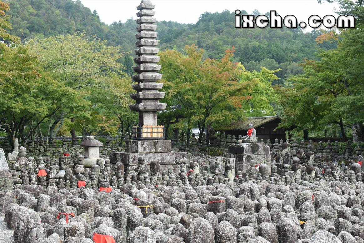 八千体の無縁仏