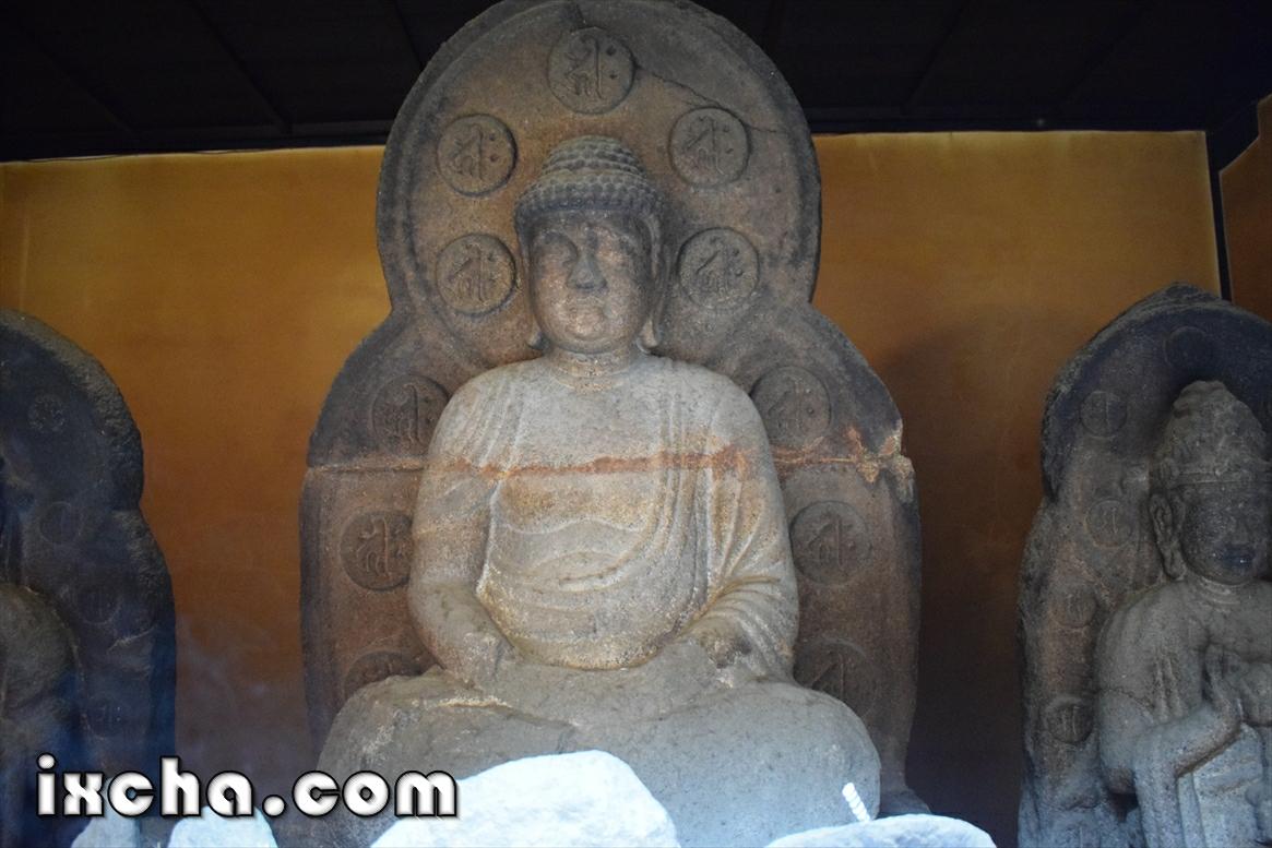 石造弥勒仏立像