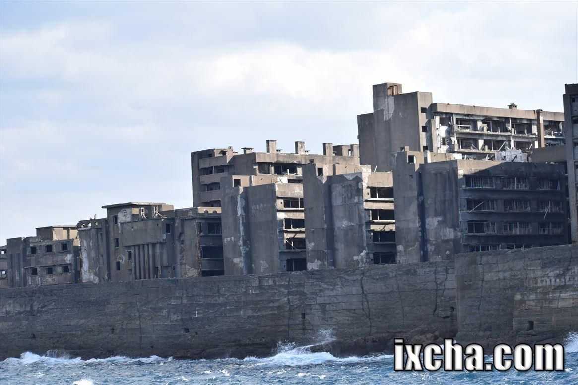 崩壊しつつある軍艦島
